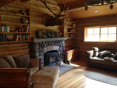 7d fireplace in cabin with bull elk on wall
