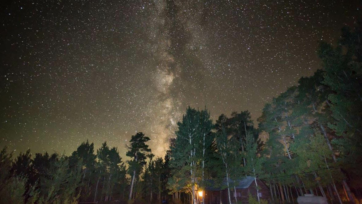 Lodge with stars in the sky at Absaroka Ranch