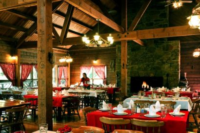 ranch dining room with place settings and red and white table cloths