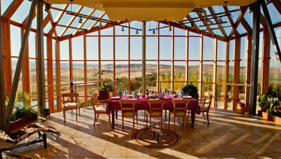 Red Reflet Guest Ranch lodge dining room