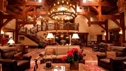 Vista Verde lodge grand living room with chandelier
