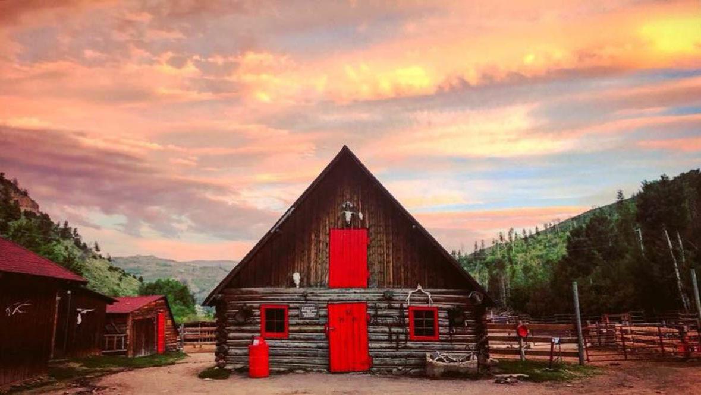 Barn at sunset at Drowsy Water Ranch